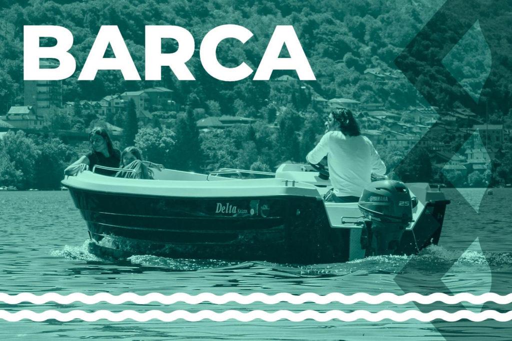 famiglia-di-tre-persone-che-va-in-barca-sul-lago