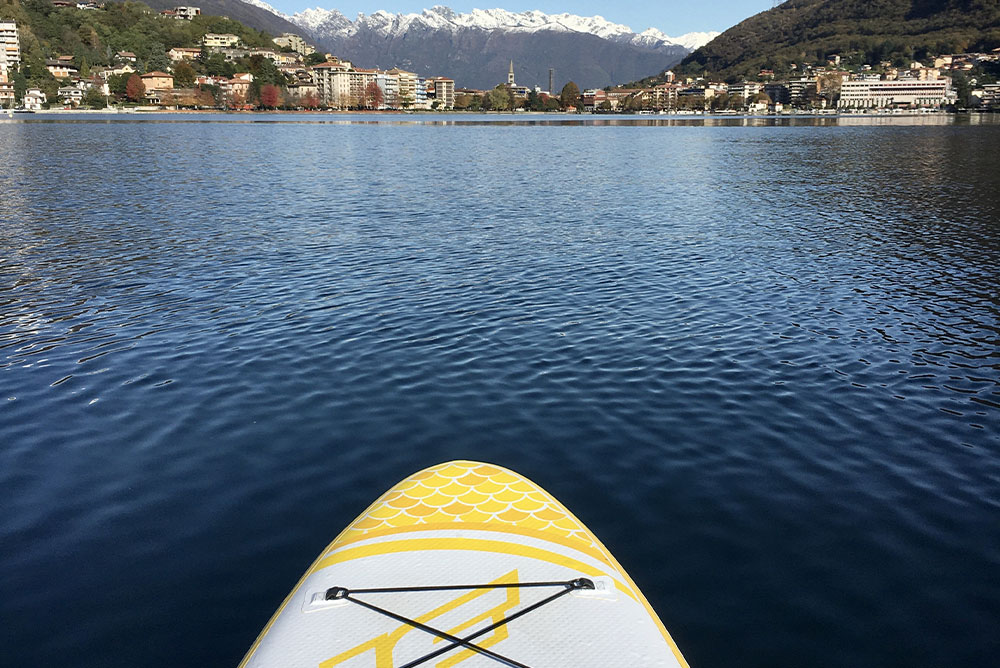 foto-di-omegna-vista-dal-lago-con-la-punta-di-un-sup
